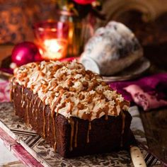 Butterscotch date loaf cake with caramel icing. This fabulous loaf cake still has all the wow factor needed for Easter. (chocolate icing for cake salted caramels) Baking Recipes, Cake Recipes, Dessert Recipes, Cupcakes, Cupcake Cakes, Date Loaf, Caramel Icing, Chocolate Icing, Easter Chocolate