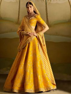 Gear up for the upcoming festive days with 15 Yellow Lehenga Choli designs. These gorgeous chaniya choli designs are perfect for day and night parties! Lehenga Indien, Designer Bridal Lehenga, Bridal Lehenga Choli, Sabhyasachi Lehenga, Ghagra Choli, Lengha Choli Designer, Sabyasachi Wedding Lehenga, Wedding Lehanga, Indian Bridal