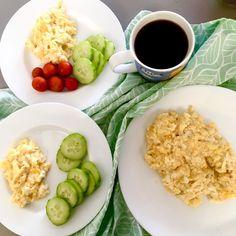 Snídaně pro mě a děti - míchaná vajíčka na másle a káva/zelenina ... Breakfast for me and my kids - scrambled eggs with butter and coffee/vegetables