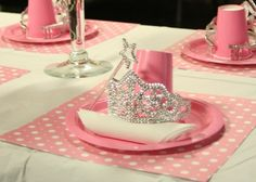 ✜ Princess table settings- this would be awesome for our next Princess party we tend to have one every year as the girls love princesses!!