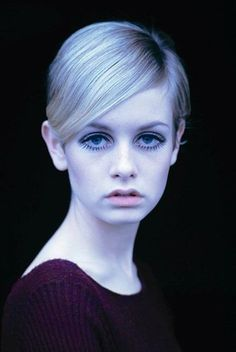 Twiggy is a beautiful woman, but she is part of the reason modeling become obses. Twiggy is a beau Carmen Dell'orefice, Pixie Crop, Twiggy Model, Twiggy Style, Twiggy Makeup, Jean Shrimpton, Pixie Hairstyles, Mannequins, Looking For Women