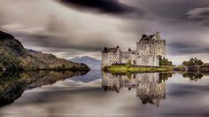 Highlander Home Castle Eilean Donan Castle in Loch Duich.