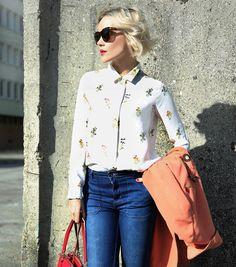 """High Waisted Jeans  more on the blog  www.janatini.com  Photo by @xyourmichal  #highwaist #ootd #blogger #fashionblog #janatini #janatomas"" #kissmylook"