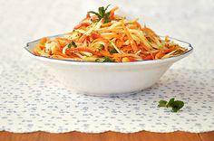 salata-karoto-milo-photo1 Greek Recipes, Diet Recipes, Cooking Recipes, Apple Slaw, Light Diet, Salad Bar, Finger Foods, Carrots, Side Dishes
