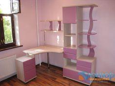 Рабочий стол для девочки в детскую