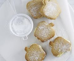 These apple-shaped biscuits taste great just as they are, unfilled. But, for something special, the custard cream filling gives these biscuits the wow factor. Biscuit Pudding, Biscuit Bar, Biscuit Cookies, Plum And Apple Crumble, Custard Cream Recipe, Apple Recipes, Cake Recipes, Coconut Icing, Best Burger Recipe