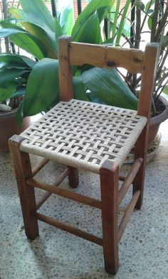 Weaving Danish Paper Cord Seats on Danish Modern Furniture Furniture Making, Diy Furniture, Furniture Design, Old Wicker, Danish Modern Furniture, Woven Chair, Old Chairs, Dining Chairs, Woodworking Bed