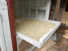 pull out hen house floor for easy clean up