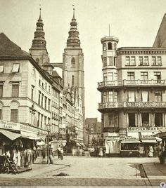 Old Pictures, Old Photos, Perspective Art, Vintage Architecture, Bratislava, Old City, Beautiful Buildings, Warsaw, Old Town