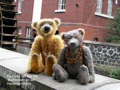Paul und der Bär mit Bucheckern . An der Mühle in Hiesfeld .
