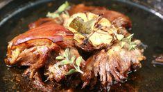 Ve své grilovací kulinární show Rozpal to, šéfe! Pork Hock, Food And Drink, Cooking Recipes, Beef, Treats, Foods, Drinks, Top, Calamari