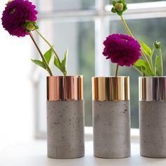 Vase – polished brass / concrete light Source by meinkontrastReich The post DIYnstag: 13 new DIY ideas appeared first on The most beatiful home designs. Concrete Light, Concrete Cement, Concrete Design, Concrete Crafts, Concrete Projects, Diy Projects, Handmade Home, Cement Planters, Design Shop
