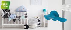 Deurbeslag in stijl met jouw babykamer of kinderkamer! Bekijk het assortiment blauwe deurkrukken op https://www.deurbeslag.nl/deurkrukken/filter/finish/blauw/