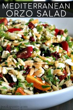 This Mediterranean orzo salad is perfect for taking on the go. From beach picnics to lunch boxes for the work week, this salad is perfect for making ahead. Side Dish Recipes, Lunch Recipes, Vegetarian Recipes, Diet Recipes, Orzo Salad Recipes, Pasta Salad, Pasta Recipes, Chicken Recipes, Easy Weeknight Dinners