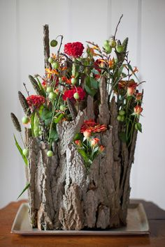 Beautiful idea for a Fall arrangement! Love Flowers, Silk Flowers, Beautiful Flowers, Wedding Flowers, Deco Floral, Arte Floral, Floral Design, Ikebana, Flower Vases
