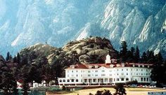 Stanley Hotel, Estes Park, CO - Look at those beautiful mountains! Great Places, Places To Visit, The Stanley Hotel, Estes Park Colorado, Ghost Pictures, Historical Artifacts, Haunted Places, Vacation Packages, Future Travel