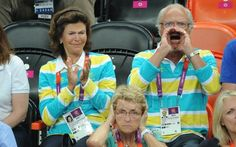 The Swedish king and queen cheers for Sweden in last nights Handball game