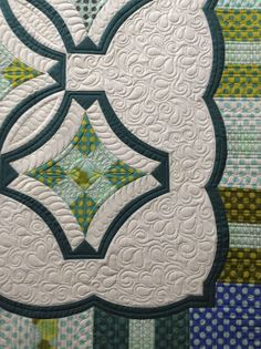 Sew Kind Of Wonderful: This is it...my last customer quilt!