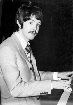 Paul McCartney On this day the band were working on A day in the Life. The Beatles 1, Beatles Band, Beatles Photos, Paul Mccartney, Rock N Roll, Liverpool, Beatles Sgt Pepper, Band On The Run, Music Genius