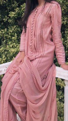 Beautiful Pakistani Dresses, Pakistani Formal Dresses, Pakistani Dress Design, Pakistani Outfits, Fancy Dress Design, Stylish Dress Designs, Frock Design, Designer Party Wear Dresses, Kurti Designs Party Wear