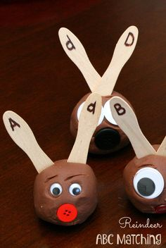 Reindeer Play Dough Alphabet Matching-Christmas Learning Activity. What a fun ABC game for the holidays!