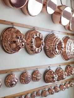 Apartamento do chef Olivier Anquier (Edifcio Esther Praa da Repblica, SP) Rose Gold Kitchen, Copper Kitchen Decor, Copper Decor, Kitchen Items, Kitchen Utensils, Kitchen Gadgets, Copper Utensils, Kitchen Tools, Interiores Art Deco