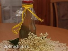 Bazový sirup Table Decorations, Food, Home Decor, Gardening, Drinks, Syrup, Drinking, Decoration Home, Beverages