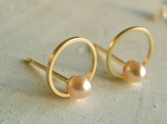 jeweLABO : pearl moon gold stud earrings