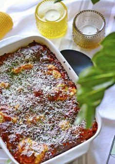 Lasagne oli meillä kotona aikoinaan melko perussyötävää, kuitenkin aina hieman erilaisilla täytteillä. Joskus saattoi välissä olla t...