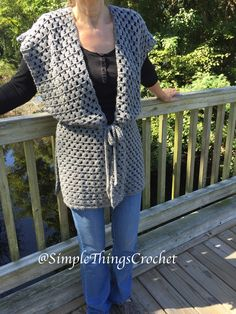 Crochet Vest Pattern for Women, Grey Grannies Crochet Vest, Easy Crochet Vest Pattern, Women's Crochet Sweater Pattern, Crochet Vest - Ideas de bordado a anow - Grannies Crochet, Easy Crochet, Knit Crochet, Crochet Hats, Free Crochet, Crochet Edgings, Crochet Motif, Knitted Shawls, Crochet Poncho Patterns