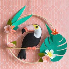 with this fabulous DIY felt toucan wall hanging. It is wonderful for adding a little tropical touch to your seasonal decor, or it can be the start . Kids Crafts, Easy Felt Crafts, Craft Projects, Simple Crafts, Foam Crafts, Felt Keyring, Deco Jungle, Felt Crafts Patterns, Doll Patterns
