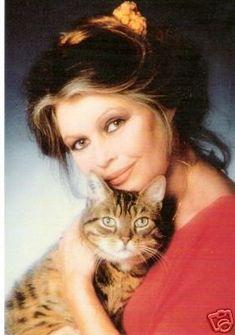 Formidable et mythique B.B dans sa lutte pour la protection animale, femme exemplaire !