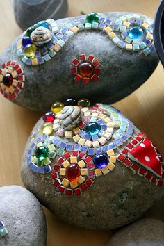 The post mosaic. appeared first on Glas ideen. Mosaic Garden Art, Mosaic Art, Diy And Crafts, Crafts For Kids, Arts And Crafts, Mosaic Rocks, Mosaic Stones, Japanese Garden Design, Stone Art