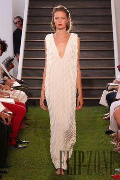 Maison Rabih Kayrouz Automne-hiver 2010-2011 - Prêt-à-porter - http://fr.flip-zone.com/fashion/ready-to-wear/independant-designers/maison-rabih-kayrouz-1796