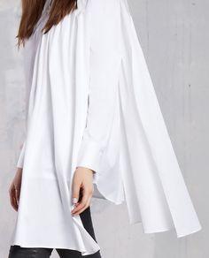 Datorita culorii pure iti permite accesorizarea ei cu nuante neutre sau poti indrazni la culori stringente fara a o incarca. Aceasta camasa tip se poate dovedi o alegere potrivita chiar si pentru evenimente mai pretentioasa. Indrazneata prin modelul sau te invita pe podium de la prima proba. Bell Sleeves, Bell Sleeve Top, Blouse, Long Sleeve, Model, Tops, Fashion, Neutral, Blouse Band