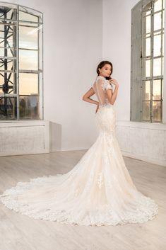 O rochie de mireasa 2 in 1, sirena si printesa. Acest model este una dintre cele mai versatile rochii de mireasa, datorita trenei detasabile care atunci cand este purtata, confera un aspect de rochie stil printesa . Mermaid Wedding, Formal Dresses, Wedding Dresses, Model, Fashion, Dresses For Formal, Bridal Dresses, Moda