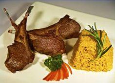 Aprenda essa receita de carré de cordeiro francês (french rack) com arroz de açafrão!