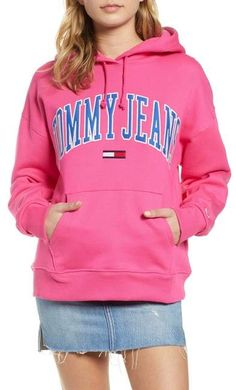 TOMMY JEANS Classics Logo Hoodie Jeans And Hoodie, Logo Branding, Logos, Off Duty, Hoodies, Sweatshirts, Tommy Hilfiger, Long Sleeve, Classic