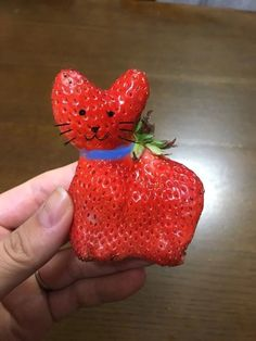 むぎママさん提供 by Mugi Mama Weird Fruit, Funny Fruit, Fruit And Veg, Fruits And Veggies, Oprah Winfrey, Photo Fruit, Strawberry Pictures, Funny Vegetables, Fruit Crumble