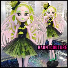 Monster Doll Haunt Couture Costa Shriekan by HauntCoutureAtelier Monster High Toys, Monster High Doll Clothes, Monster High Characters, Monster Dolls, Doll Face Paint, Doll Painting, Ever After High, Monster High Pictures, Pokemon Dolls