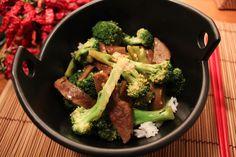 "No Empty Fridge: Seitan ""Beef"" and Broccoli Stir-fry Broccoli Stir Fry, Broccoli Beef, Vegan Recipes, Vegan Meals, Seitan, Vegan Vegetarian, Empty, Fries, Alternative"