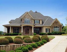 35 The Best European House Exterior Design Ideas - The European style is one that includes a variety of styles. For example, Spanish house plans can be considered to be European. So can Georgian style . House Design Pictures, Modern House Design, Style At Home, European House Plans, European Homes, 3d Home, House Goals, Traditional House, Porches
