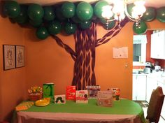 Book Themed Baby Shower - The Giving Tree <<< I just really like this tree made of balloons w/ wood grain streamers. Safari Party, Jungle Book Party, Jungle Theme Parties, Safari Theme, Baby Shower Parties, Baby Shower Themes, Baby Shower Decorations, Shower Ideas, Baptism Decorations