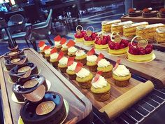 Se nos hace agua la boca con la exquisita propuesta de postres que ofrece #amadomarket. Lo puedes encontrar en @hyattregencymexico de Campos Elíseos CDMX. via ROBB REPORT MEXICO MAGAZINE official Instagram - #Beauty and #Fashion Inspiration - Beautiful #Dresses and #Shoes - Celebrities and Pop Culture - Latest Sales and Style News - Designer Handbags and Accessories - International Advertising Campaigns - Gifts and Bargain #Shopping Guide - Famous Luxury Brands on Instagram - Trendsetters…