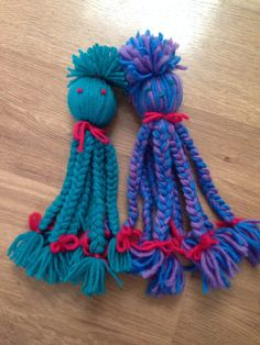 Yarn octopus my daughter was in the bathroom asking for a squid i Summer Crafts, Diy And Crafts, Arts And Crafts, Yarn Projects, Sewing Projects, Diy For Kids, Crafts For Kids, Yarn Crafts Kids, Yarn Dolls