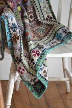 granny squares blanket--cathedral, sunburst Colors are really well chosen Love the mixture of cathedral & sunburst Vintage Sweethearts Crochet pattern by Sandra Paul Would love to sit cozied under this with a cup of tea and a book. Point Granny Au Crochet, Granny Square Crochet Pattern, Crochet Squares, Crochet Blanket Patterns, Knitting Patterns, Crochet Blankets, Beau Crochet, Love Crochet, Beautiful Crochet