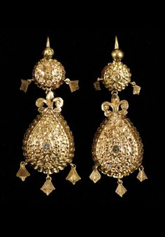 Morocco | Pair of earrings; gold with diamonds.  | Est.  1'200 - 1'500€ ~ (June '12)