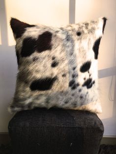 This hand made pillow is an excellent option for your couch, bed or favorite chair. It gives the room that classy and cozy feeling that only a handcrafted good does. Made one side out of 100% real cowhide by a Colombian artisan, and each item is one of a kind, always, that is why you will never find two of these alike.