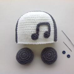 Crochet hat with headphones! Crochet Baby Beanie, Crochet Kids Hats, Crochet Baby Clothes, Newborn Crochet, Knitted Hat, Funny Hats, Cute Hats, Crochet Collar, Diy Hat