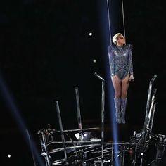 Lady Gaga manda un mensaje de paz y enloquece al público durante el medio tiempo del Super Bowl al volar desde el techo del estadio. #LadyGaga #superbowl #superbowl51 #BazaarMx #HarpersBazaarMx  via HARPER'S BAZAAR MEXICO MAGAZINE OFFICIAL INSTAGRAM - Fashion Campaigns  Haute Couture  Advertising  Editorial Photography  Magazine Cover Designs  Supermodels  Runway Models